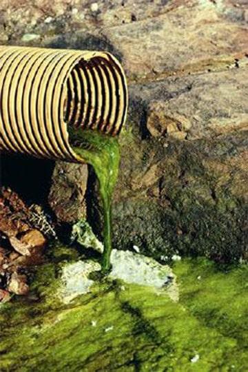 fotos de agua contaminada enfermedades