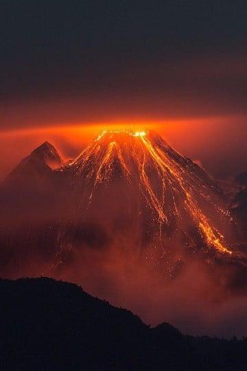 volcanes haciendo erupcion actualmente