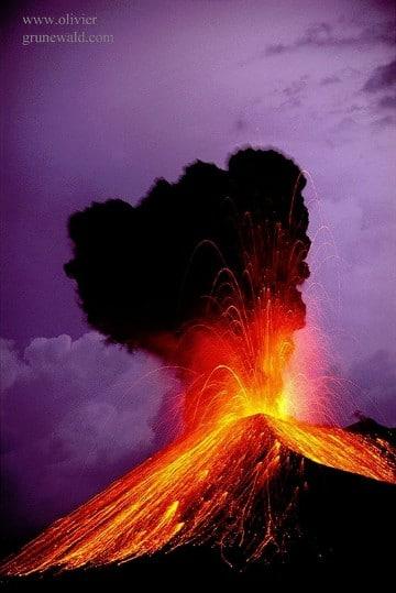 imagenes de volcanes en erupcion con movimiento