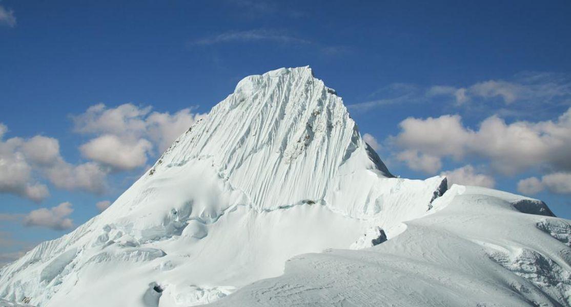 nevado mas alto del peru alpamayo