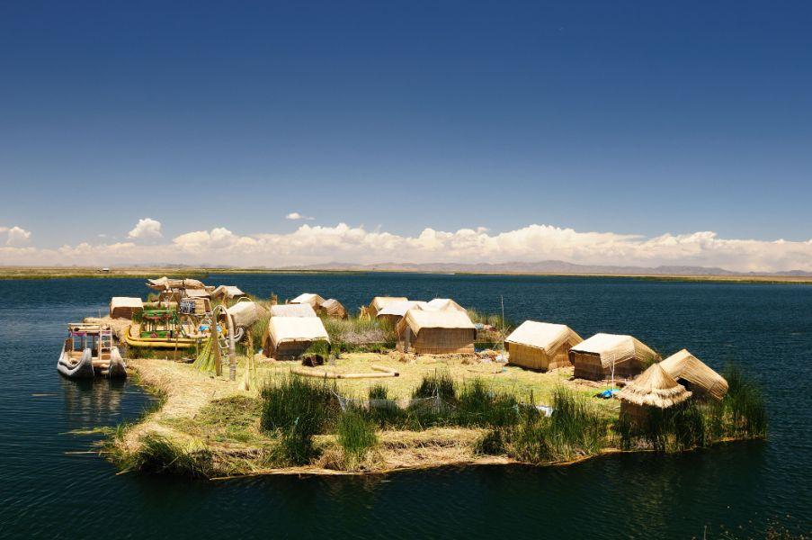 reserva nacional del lago titicaca isla flotante de los uros